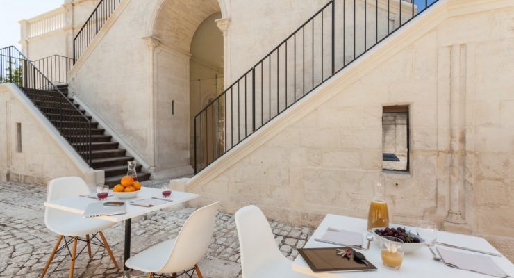 villa boscarino backyard - hotel story