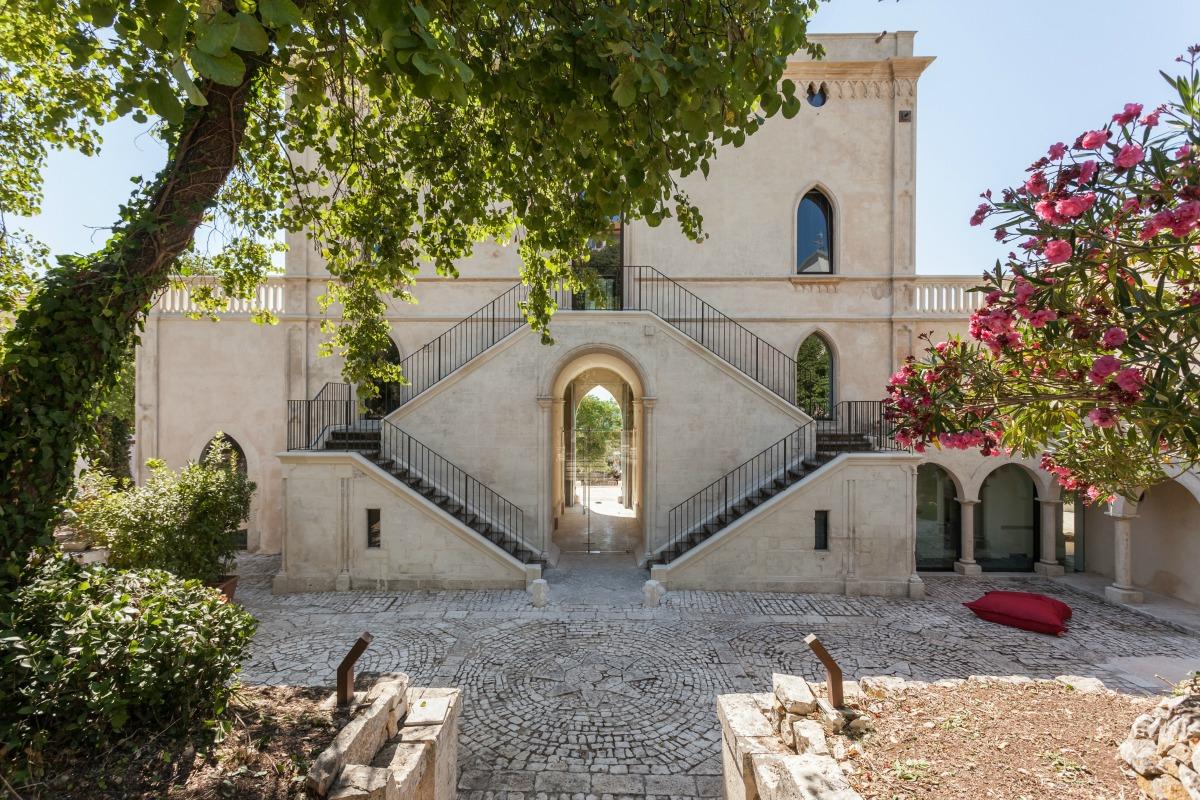 Villa boscarino an abandoned house transformed into a for Boutique hotel sicilia