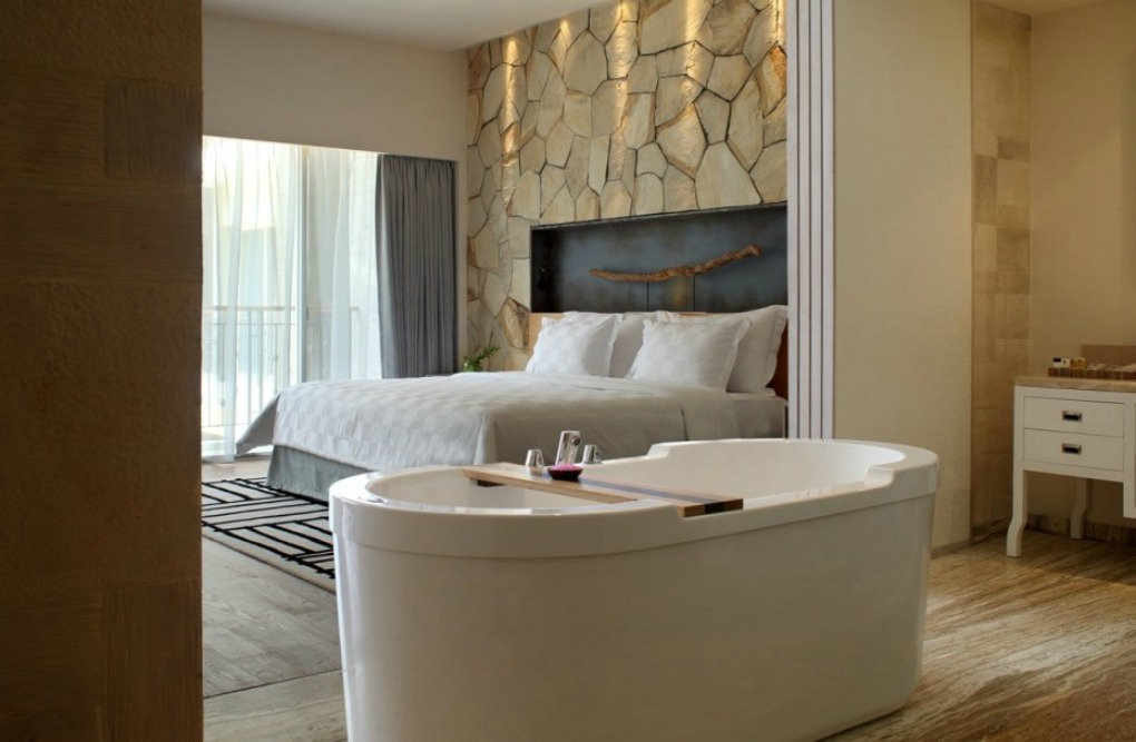 4 hotels with in-room bathtubs showcase a luxury upgrade in their ...