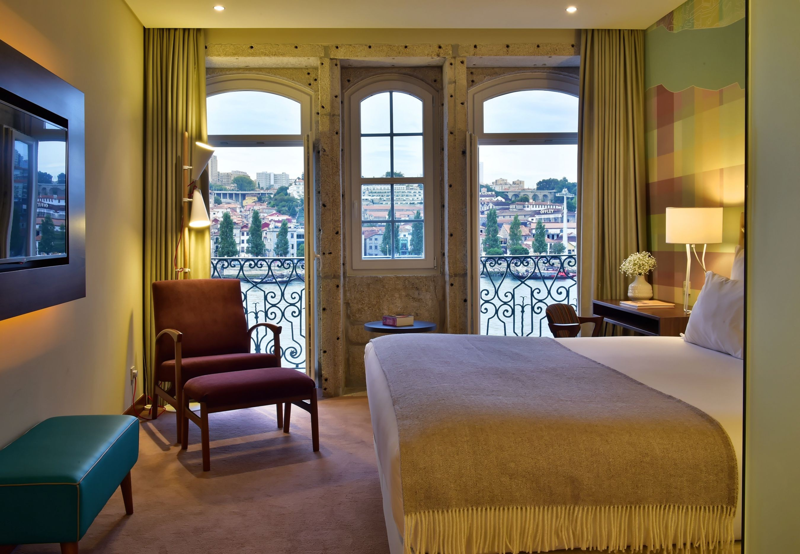 5 1 amazing hotel beds with stunning views hotelier academy. Black Bedroom Furniture Sets. Home Design Ideas