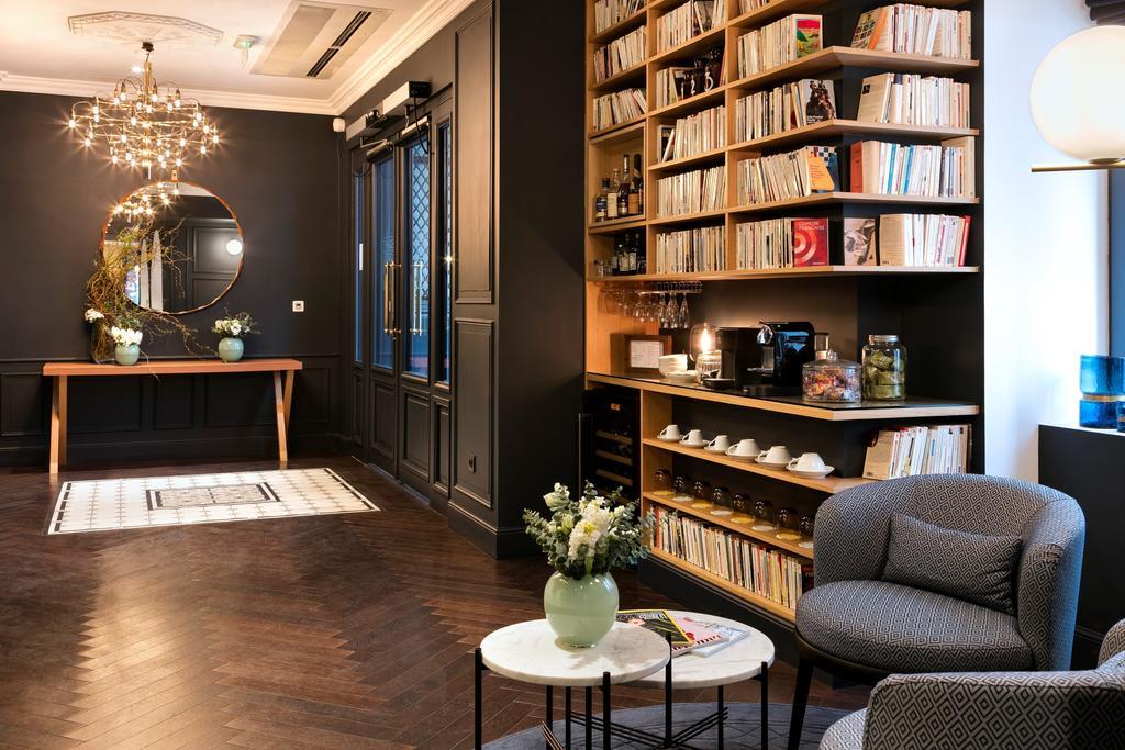 Unique interior design lessons from a fascinating hotel for Hotel decor original