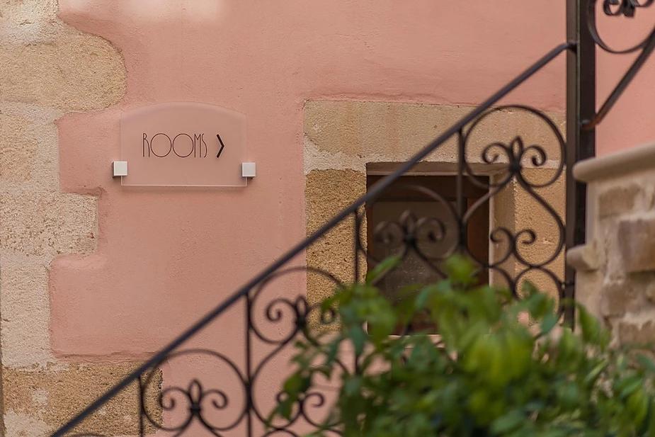 hotel signage - hotelier academy